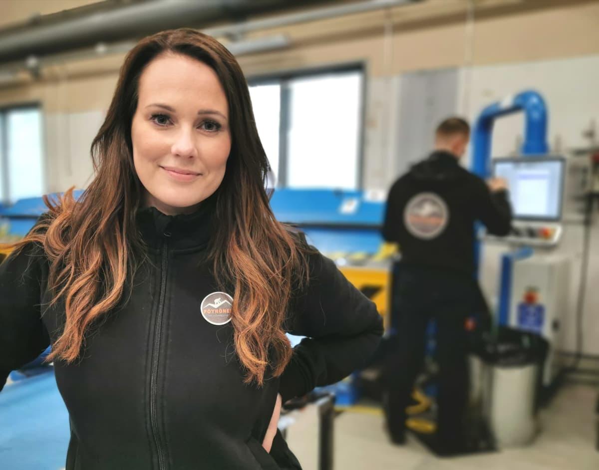 Saija Pöyhönen Peltisepänliike V. Pöyhönen Oy:n tiloissa Pirkkalassa