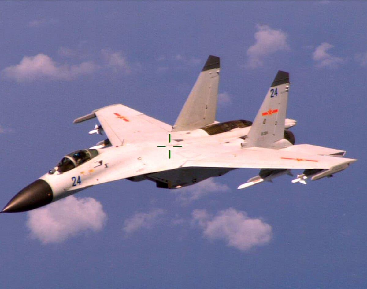 Shenyang-J-11 -hävittäjä.