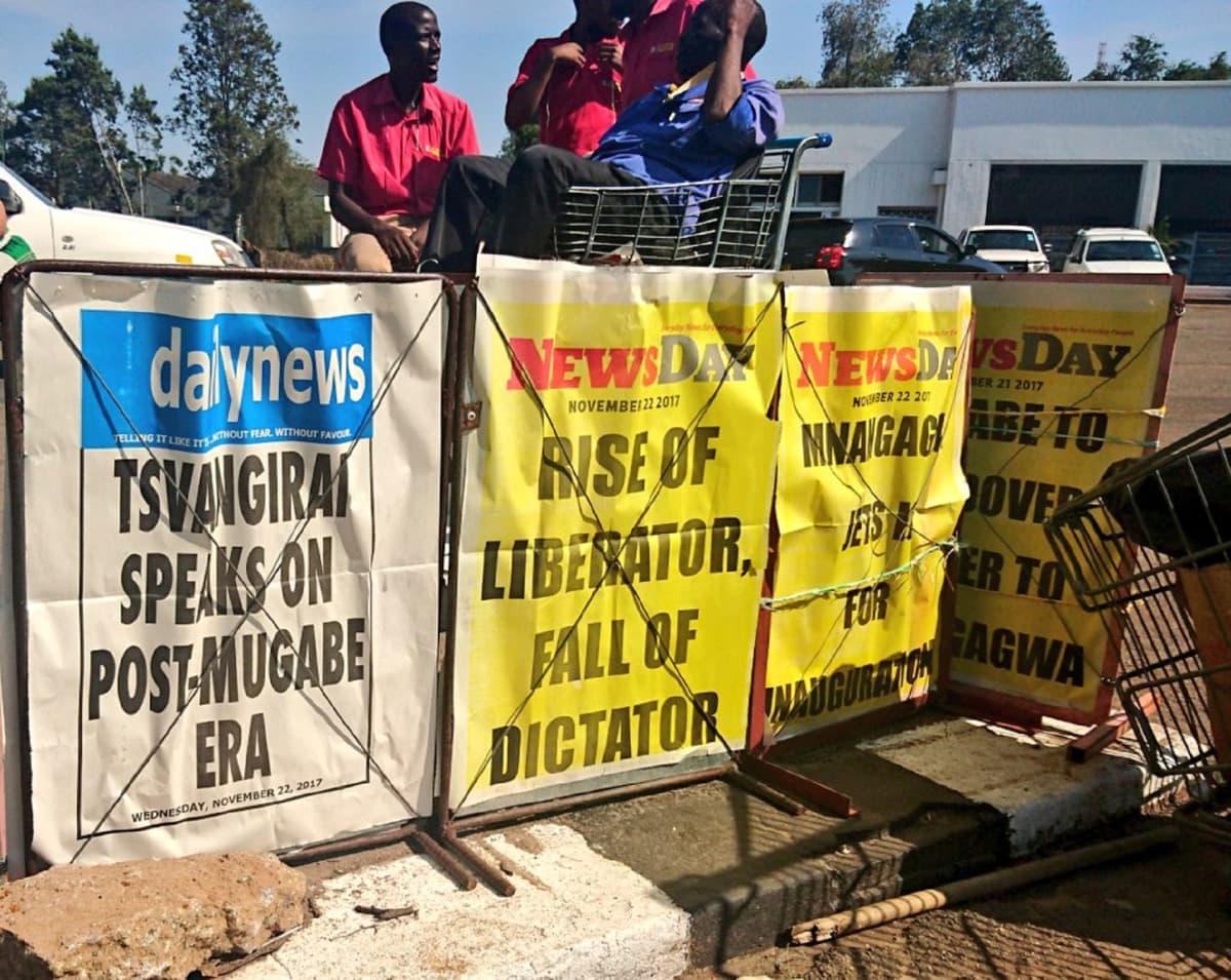 Zimbabwelaisia lööppejä.
