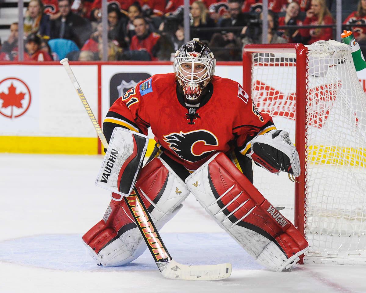 Karri Rämö Calgaryn maalilla NHL-ottelussa 2016.