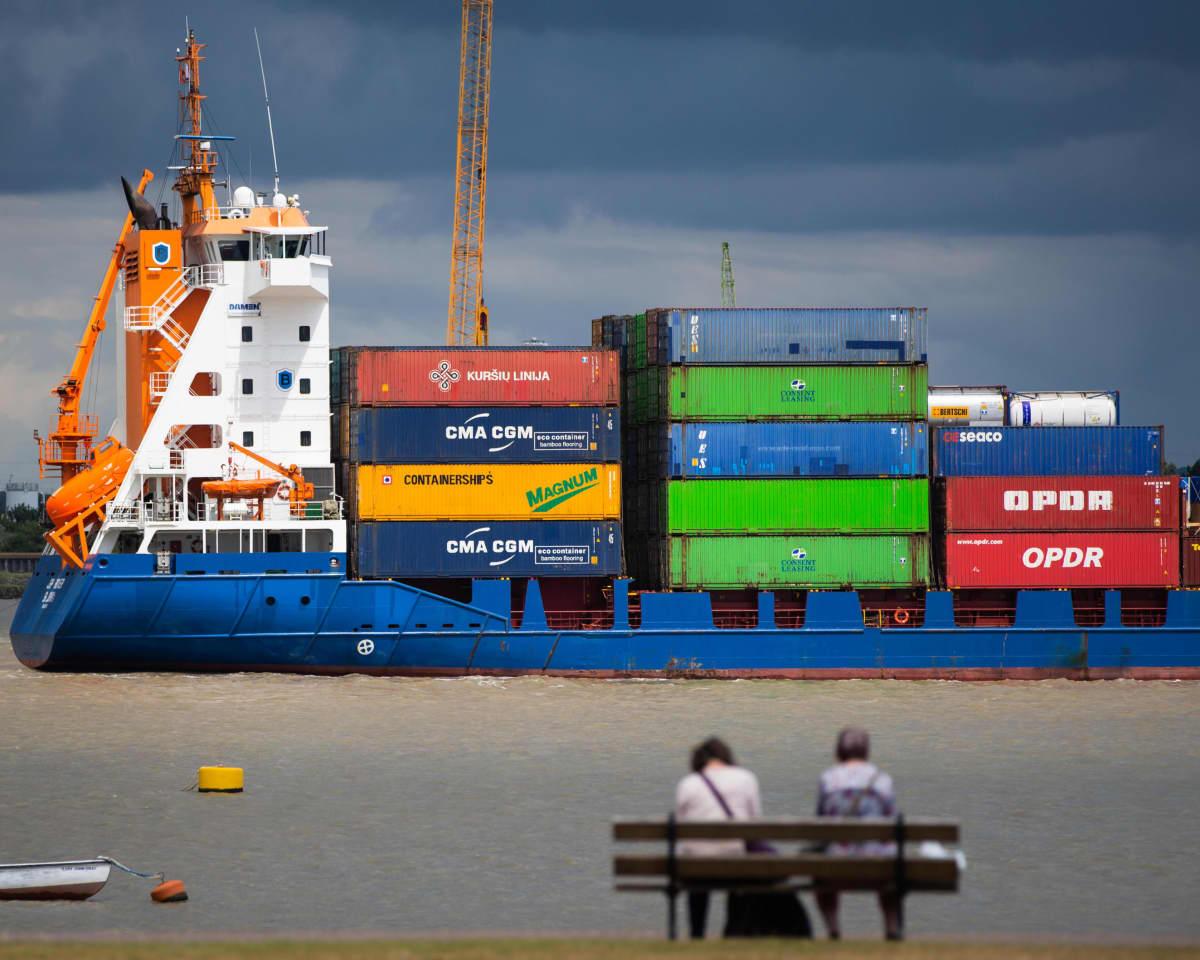 Rahtilaiva Thames-joella.