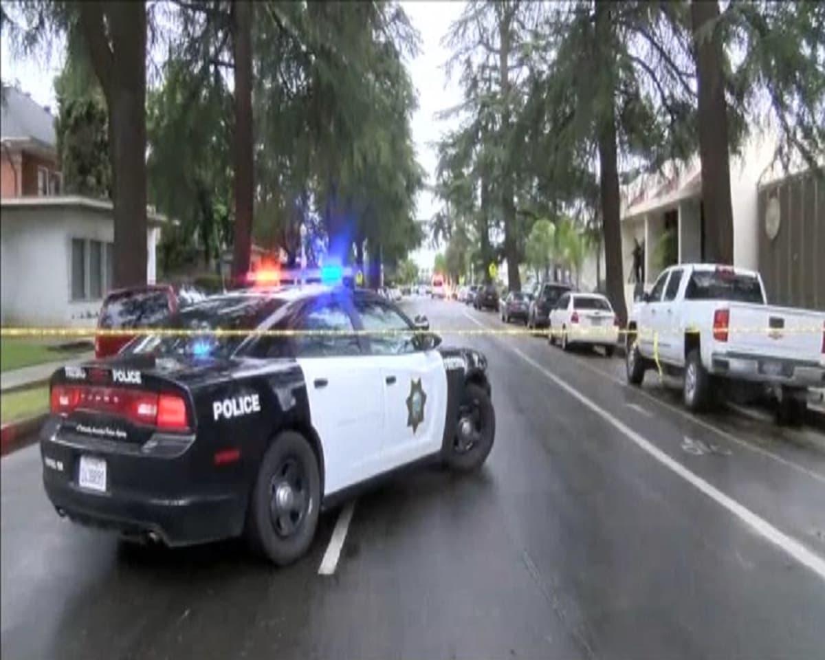 Kuvassa poliisiauto, jossa on vilkut päällä.