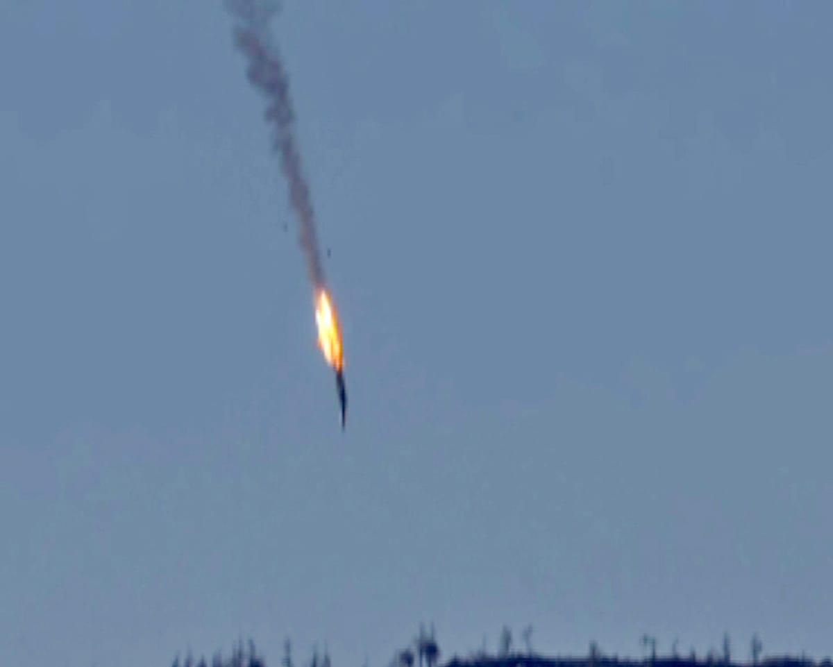 Videokuvassa nähdään venäläisen rynnäkkökoneen syöksyvän maahan.
