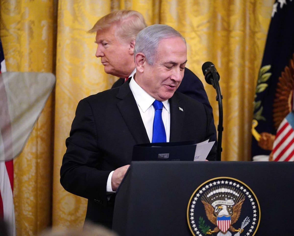 Donald Trump ja Benjamin Netanjahu Valkoisessa talossa.