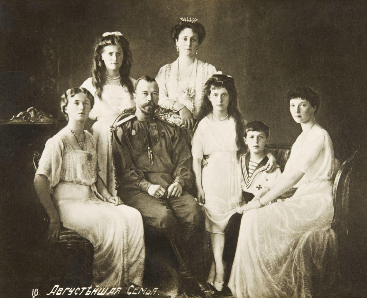 Venäjän keisari Nikolai II perheineen.