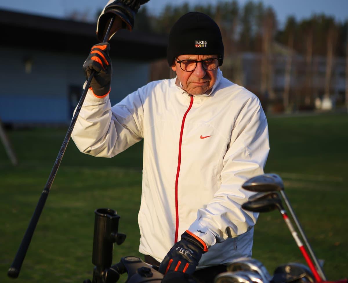 Pekka Härkki Salon golfkentällä tammikuussa 2020.