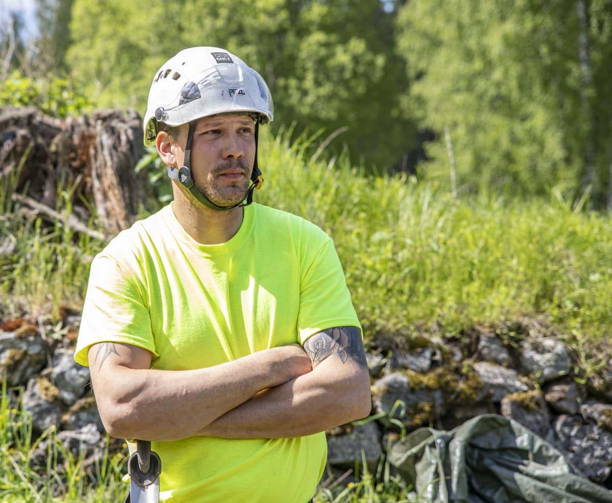 MTK:n työpäällikkö Pauli Homan Kärnäkosken linnoituksella.