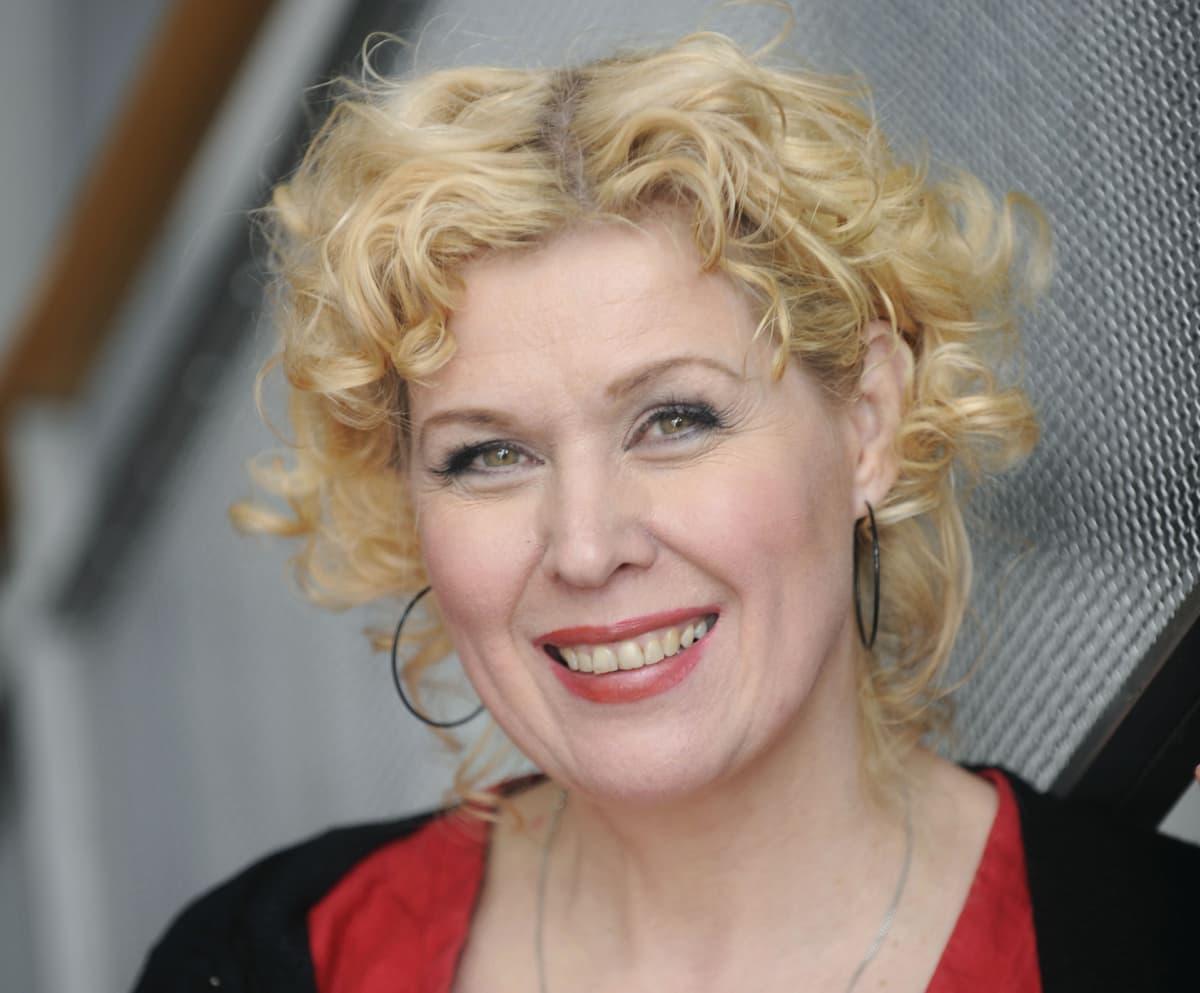 Kirjailija Leena Lander.