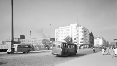 Liikennettä Hämeensillalla Tampereella 1940-luvun alussa.