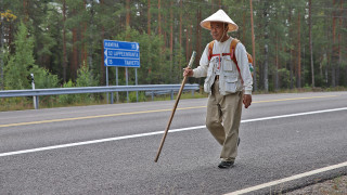Видео: 72-vuotias japanilainen matkusti 8 300 kilometriä nähdäkseen tarkka-ampuja Simo Häyhän kiväärin – suuri unelma jäi vieläkin toteutumatta