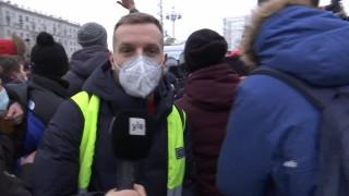 Видео: Ylen Venäjän-kirjeenvaihtaja poliisin saartamana