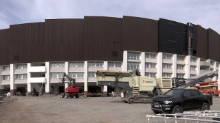 Видео: Tältä näyttävät polttokokeen läpäisseet penkit ja maanalaiset urheilutilat – Kurkista Olympistadionin remonttityömaan kulisseihin