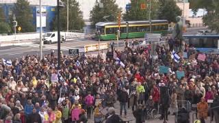 Video: Rokotteiden vastustajien mielenosoitus