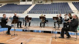 Видео: Oulun sinfonia soittaa koronarokotuksissa Oulussa
