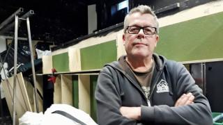 Audio: Valokeilan takana: Näyttämömestari Toni Lampela on esityksen monitoimimies