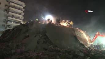 Pelastustyöt jatkuvat Turkin Izmirissä illan pimetessä - järistyksen uhriluku kasvaa
