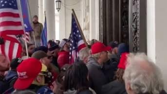 Historiallinen hetki: Mielenosoittajat tunkeutuivat Yhdysvaltain kongressirakennukseen