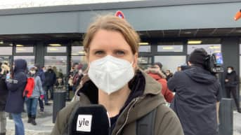 Ylen kirjeenvaihtaja Suvi Turtiainen raportoi tunnelmasta Berliinin lentokentällä