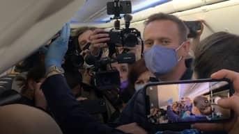 Yle haastatteli Navalnyin Moskovan koneessa