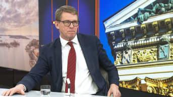 """Valtiovarainministeri Vanhanen: Koronakriisin tuomia lisämenoja on tasapainotettava """"sisäisillä siirroilla"""""""