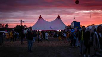 Festivaalipäivän kaunis ilta ja auringonlasku.