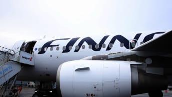 Kuvassa on Finnairin lentokone.