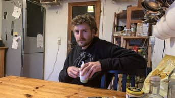 Marcus Schluzy asuu neljän aikuisen kimppakämpässä Berliinin Friedrichshainissa.