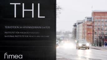 Terveyden ja hyvinvoinnin laitoksen THL:n logo Mannerheimintiellä Helsingissä.