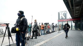 Media odottaa Aleksei Navalnyitä lentokentällä.