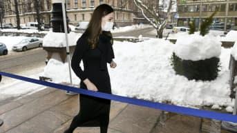 Sanna Marin saapumassa Säätytalolle Helsingissä
