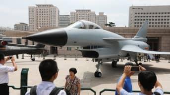 Kiinalainen J-10 -hävittäjä.