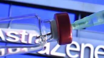 Koronavirusrokote ja AstraZenecan logo taustalla.