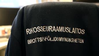 Kuvituskuva Rikosseuraamuslaitoksen fleecetakista.