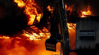 Suuri rakennuspalo Turussa: liikkumista Pansiontien alkupäässä vältettävä, vaaratiedote annettu