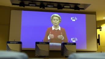 EU-komission puheenjohtaja Ursula von der Leyen puhuu koronaviruspandemian torjuntatoimista videovälitteisessä lehdistötilaisuudessa 28.10.2020 Brysselissä.