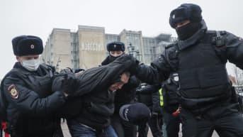 Moskovassa mielenosoitus Aleksei Navalnyin tueksi – lähetyksessä häiriöitä
