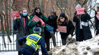 Mielenosoitus oppositiojohtaja Aleksei Navalnyin kiinniottamiseen liittyen Helsingin Tehtaankadulla 23.1.2021.