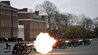 Britanniassa ammutaan kunnialaukauksia prinssi Philipin muistoksi