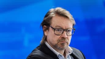 Virologian professori Olli Vapalahti vieraili Ylen Ykkösaamussa.
