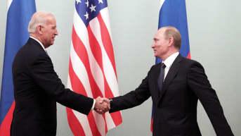 Joe Biden ja Vladimir Putin tapasivat Moskovassa maaliskuussa 2011. Biden oli tuolloin Yhdysvaltain varapresidentti ja Putin Venäjän pääministeri.