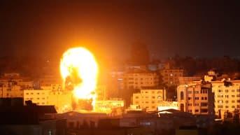 Gazan pommituksia maanantain vastaisena yönä.