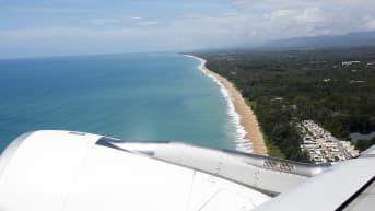 Phuketin rantahiekkaa lentokoneesta kuvattuna.