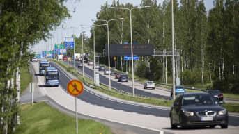 Valtiovarainministeri Matti Vanhanen haluaa kilometriverosta kokeilun