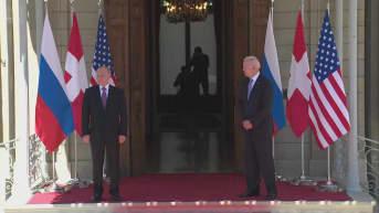 Putin ja Biden kättelevät