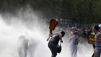 Ranskassa koronarajoitustoimet ovat aiheuttaneet kymmeniätuhansia ihmisiä keränneitä mielenosoituksia