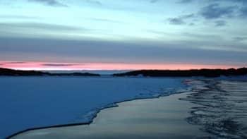 Eksoottinen, jäinen hiekkarantamaisema Velkualla maaliskuisena aamuna!