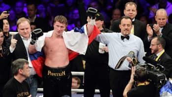Aleksander Povetkin julistetaan voittajaksi.