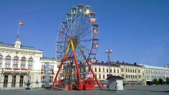 Maailmanpyörä Tampereen Keskustorilla
