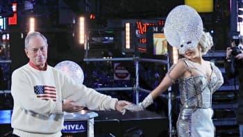 New Yorkin pormestari Michael Bloomberg ja Lady Gaga tanssivat lavalla.