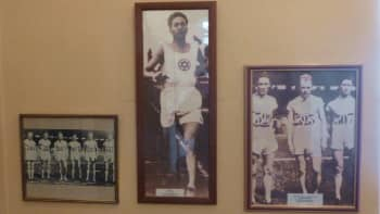 Elias Katz voitti hopeamitalin 3000 metrin estejuoksussa Pariisin olympialaisissa vuonna 1924.